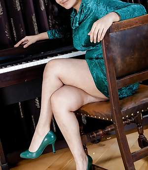Erotic piano lessons with hairy girl Riani