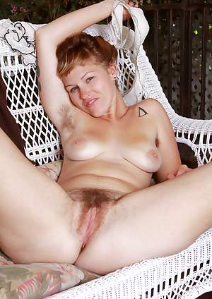 Lilah gets cozy with her hairy pussy outdoors