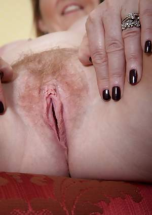 Sophie UK wants to play with her hairy pussy